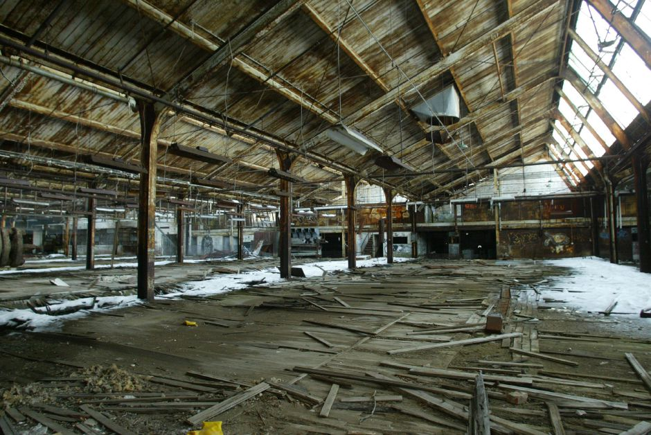 The main manufacturing area of the defunct Factory H building off Cherry and Cooper Streets in Meriden January 10, 2006. Asbestos warnings are posted throughout the area. (dave zajac photo)