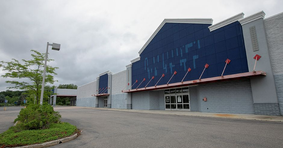 The former Lowe's home improvement store on East Main Street in Meriden remains vacant, in contract to a revival in other parts of the area. Dave Zajac, Record-Journal