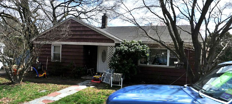 Andrew J. Sabetta and Louise F. Sabetta to John D. Philbin, 1183 N. Colony Road, $112,500.
