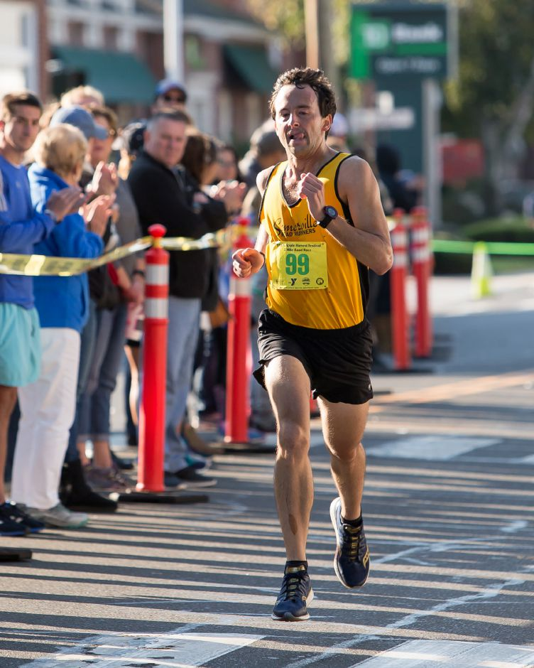 John Longo of Arlington finished first in the 5 mile Sunday during the Apple Harvest Southington YMCA 5K and 5 mile road race in Southington September 30, 2018 | Justin Weekes / Special to the Record-Journal