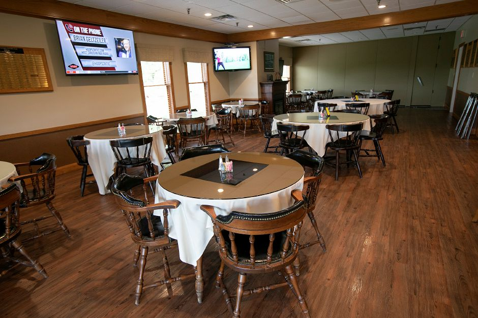 A dining area in the bar of the new Violi's II at Wallingford Country Club, Thurs., May 30, 2019. Violi's II restaurant caters to club members but also the public for lunch and dinner. Dave Zajac, Record-Journal