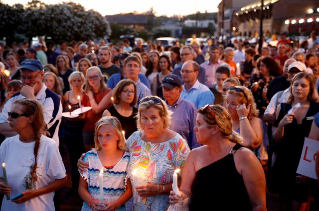 Mourners stand in silence during a vigil in response to a shooting at the Capital Gazette newsroom, Friday, June 29, 2018, in Annapolis, Md. Prosecutors say 38-year-old Jarrod W. Ramos opened fire Thursday in the newsroom. (AP Photo/Patrick Semansky)