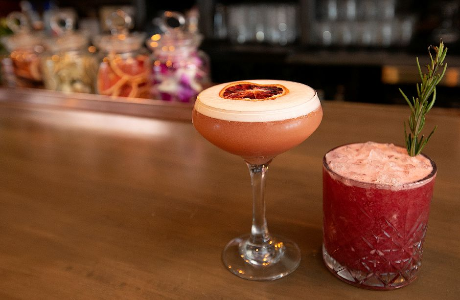 Queen Street Sour and Blackberry Blaze cocktails at Que Whiskey Kitchen, a barbecue restaurant and whiskey bar located at 461 Queen St, Southington, Wed., Mar. 13, 2019. Dave Zajac, Record-Journal