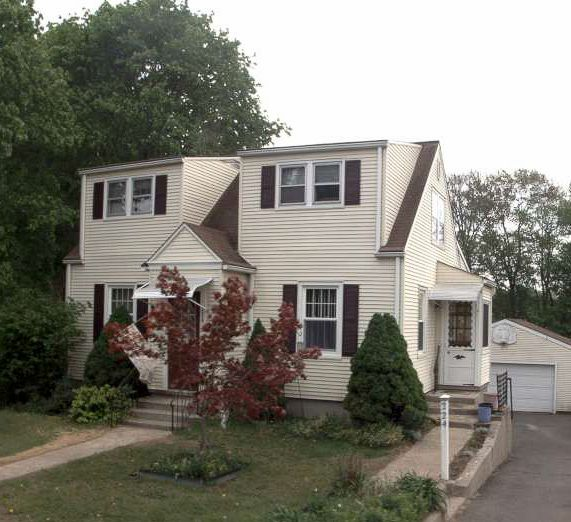 Anne Lovelan and John Macsiangioli to CT. Victory Home Solutions LLC, 224 Frost St., $140,000.