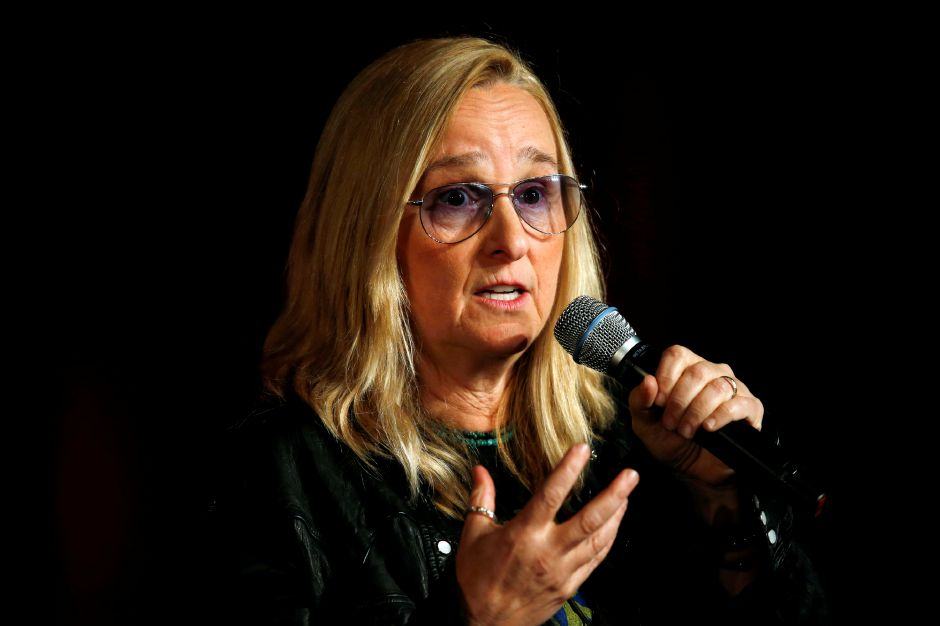 Singer Melissa Etheridge speaks during the Women Grow Leadership Summit on Thursday, Feb. 4, 2016, in Denver. More than 1,200 cannabis industry women from more than 35 states and three countries are on hand for the three-day summit, which is being sponsored by Women Grow, an international professional networking organization for women leaders in the cannabis industry. (AP Photo/David Zalubowski)