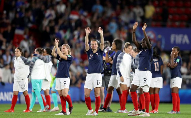 France players celebrate at the end of the Women