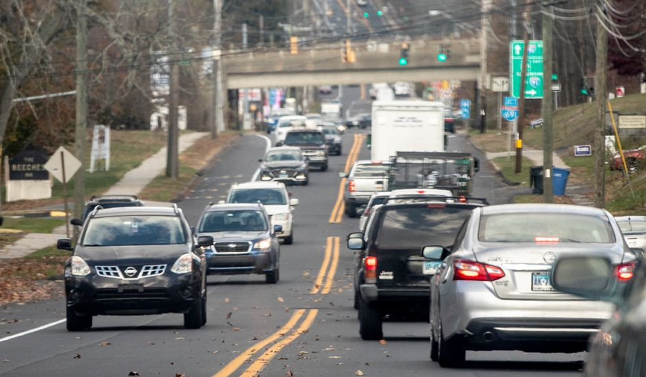 View looking north shows motorists traveling on Broad Street near the intersection of Pratt Street and the Route 9 connector in Meriden on Friday. Results of a traffic study being done along Route 5 in Meriden and Wallingford will be presented at a public information meeting next week. Dave Zajac, Record-Journal