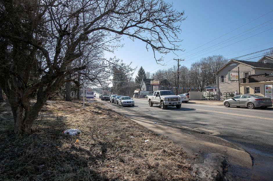A parcel of land, at left, proposed for a car wash at 1043 N. Broad St., is across from Ted's Restaurant in Meriden. Dave Zajac, Record-Journal