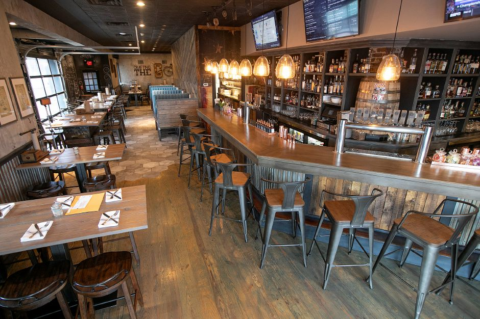 Dining room and whiskey bar of Que Whiskey Kitchen, 461 Queen St, Southington, Wed., Mar. 13, 2019. Dave Zajac, Record-Journal