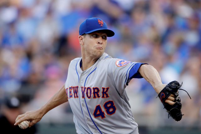 New York Mets starting pitcher Jacob deGrom throws during the first inning of the team