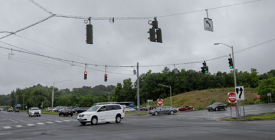 Motorists travel at the intersection of Interstate 84 and South Main Street in Southington, Wednesday, July 25, 2018. Dave Zajac, Record-Journal