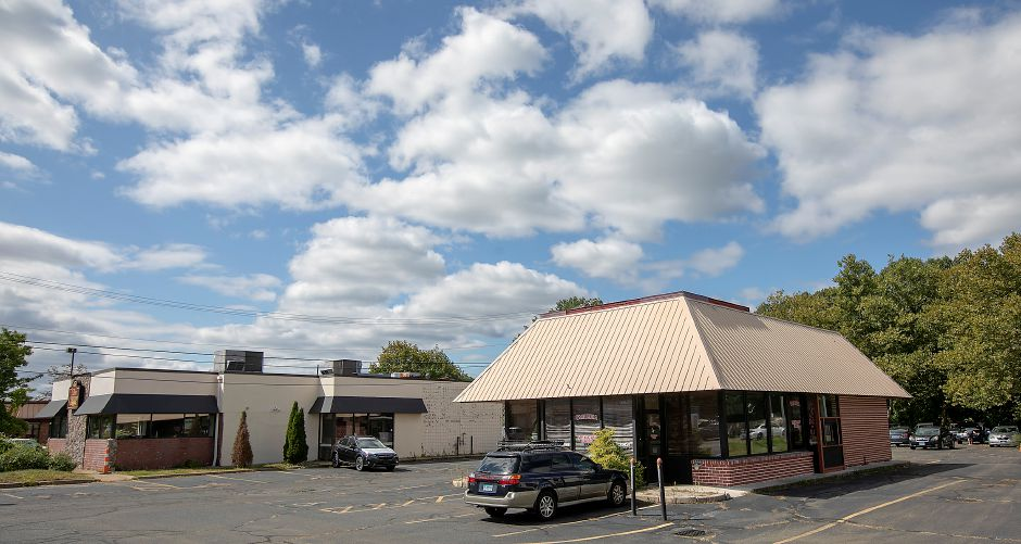 The former Don Giovanni Bistro at 680 N. Colony Rd., left, and the former Las Americas Restaurant at 684 N. Colony Rd., right, in Wallingford, Wed., Sept. 18, 2019. The Planning and Zoning Commission approved a special permit for Quality Subaru to use the properties for vehicle storage. Dave Zajac, Record-Journal