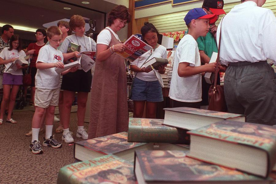 The line at Waldenbooks early Saturday morning July 8, 2000 to buy J. K. Rowling