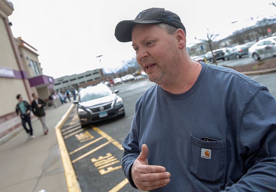Bob Bugai, of Durham, a 31-year Stop & Shop employee, speaks in support of the workers strike in Wallingford, Mon., Apr. 15, 2019. Dave Zajac, Record-Journal
