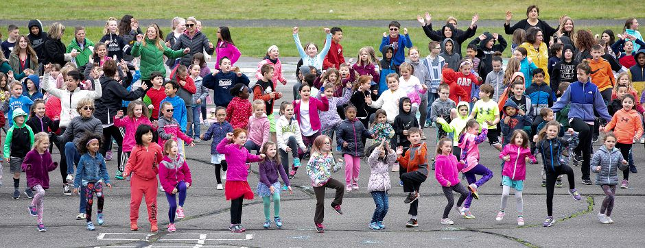 Derynoski Elementary School students exercise during Activate Southington