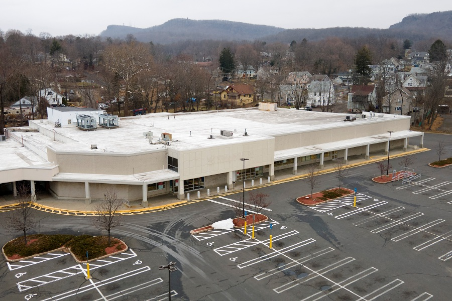 The former Stop & Shop in the Centennial Plaza in Meriden, Fri., Jan. 15, 2021. Mayor Kevin Scarpati is calling on the City Council to review city zoning regulations in the wake of this week's vote allowing Centennial Plaza to build self-storage units. Dave Zajac, Record-Journal