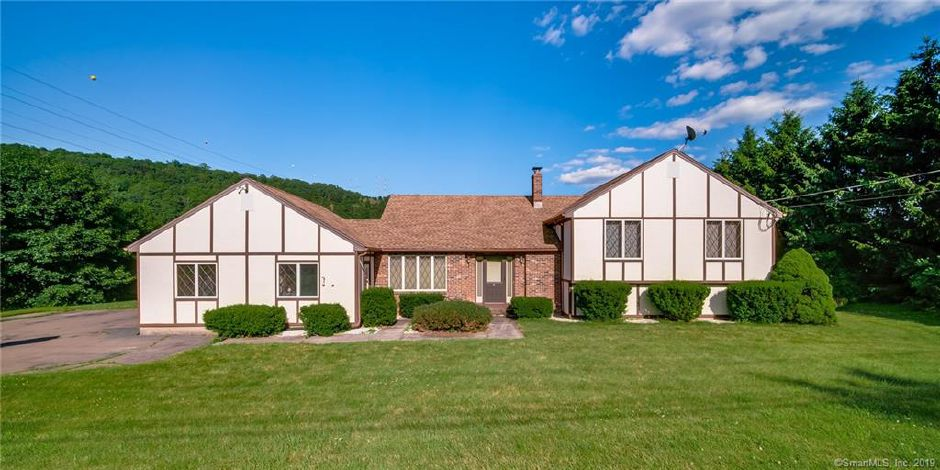 37 Valley View Drive, Wallingford. | Courtesy of Natuzza Dimasi, William Raveis Real Estate